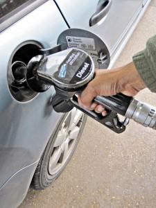 filling-up-car
